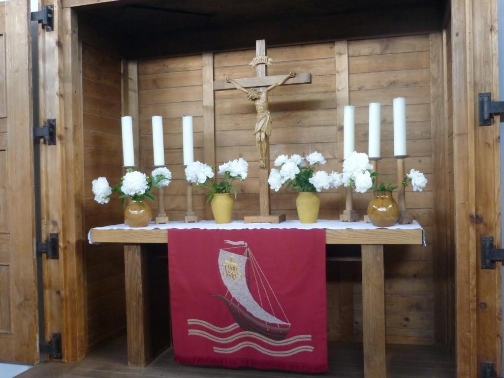 Altar der Evangelischen Christuskirche Viechtach Pfingsten 2017